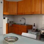 Cucina appartamento con forno e frigo
