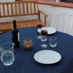 Tavola imbandita per una cena durante la vacanza a Sferracavallo Palermo
