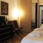 Chambre familiale spacieuse avec WiFi rapide et écran plat près de Palerme